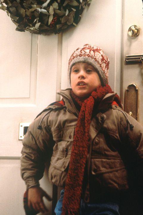 Als ein tollpatschiges Diebesgespann versucht, die weihnachtlich verwaisten Villen der Gegend auszuräumen, beschließt Kevin (Macaulay Culkin), sei... - Bildquelle: 20th Century Fox Film Corporation