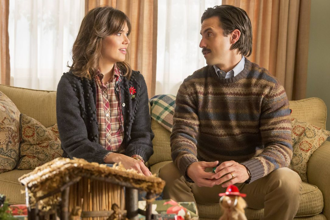 Weihnachten steht vor der Tür - doch das Fest wird getrübt, da Kate ins Krankenaus muss. Rebecca (Mandy Moore, l.) und Jack (Milo Ventimiglia, r.) s... - Bildquelle: Ron Batzdorff 2016-2017 Twentieth Century Fox Film Corporation.  All rights reserved.   2017 NBCUniversal Media, LLC.  All rights reserved.