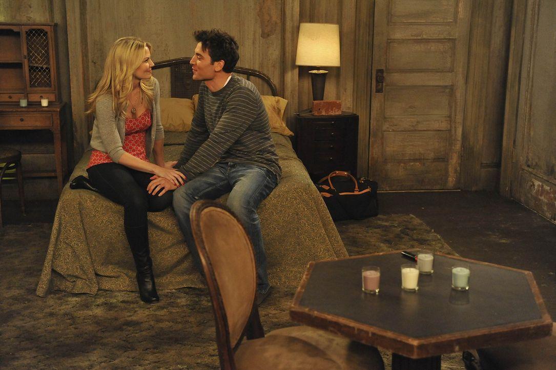 Verbringen eine ganz besondere Nacht miteinander: Ted (Josh Radnor, r.) und Zoey (Jennifer Morrison, l.) ... - Bildquelle: 20th Century Fox International Television