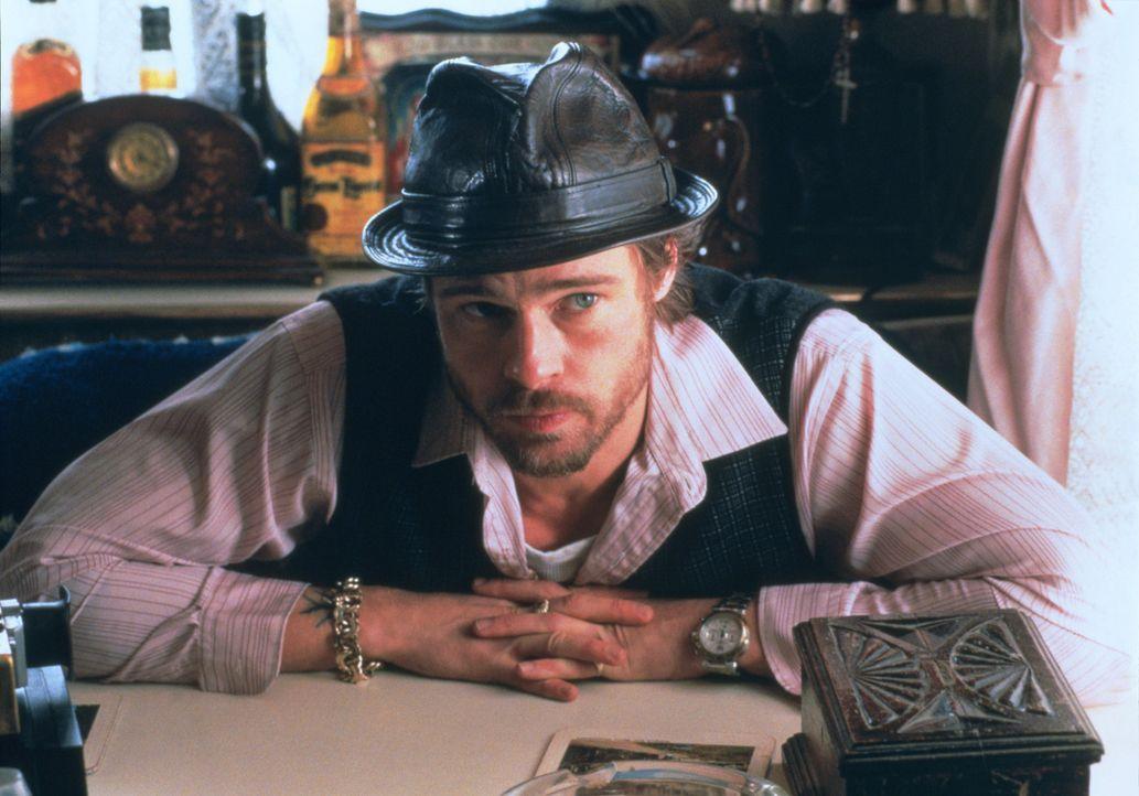 Der irische Zigeuner Mickey O'Neil (Brad Pitt) neigt dazu, seine Träume unbeirrbar zu verfolgen ... - Bildquelle: 2003 Sony Pictures Television International. All Rights Reserved.