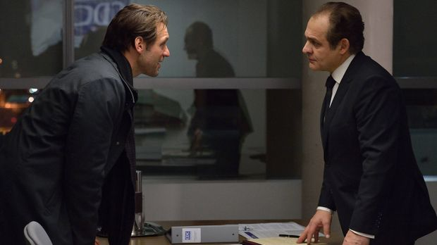 Eph (Corey Stoll, l.) versucht Everett (Daniel Kash, r.) davon zu überzeugen,...