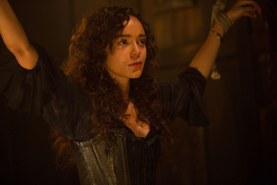 Würde sich Tituba (Ashley Madekwe) jemals gegen Mary und die Essex Hexen stellen? - Bildquelle: 2015 Fox and its related entities. All rights reserved.