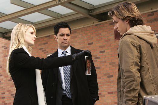 Cold Case - Bei ihren Recherchen stoßen Lilly (Kathryn Morris, l.) und Scott...