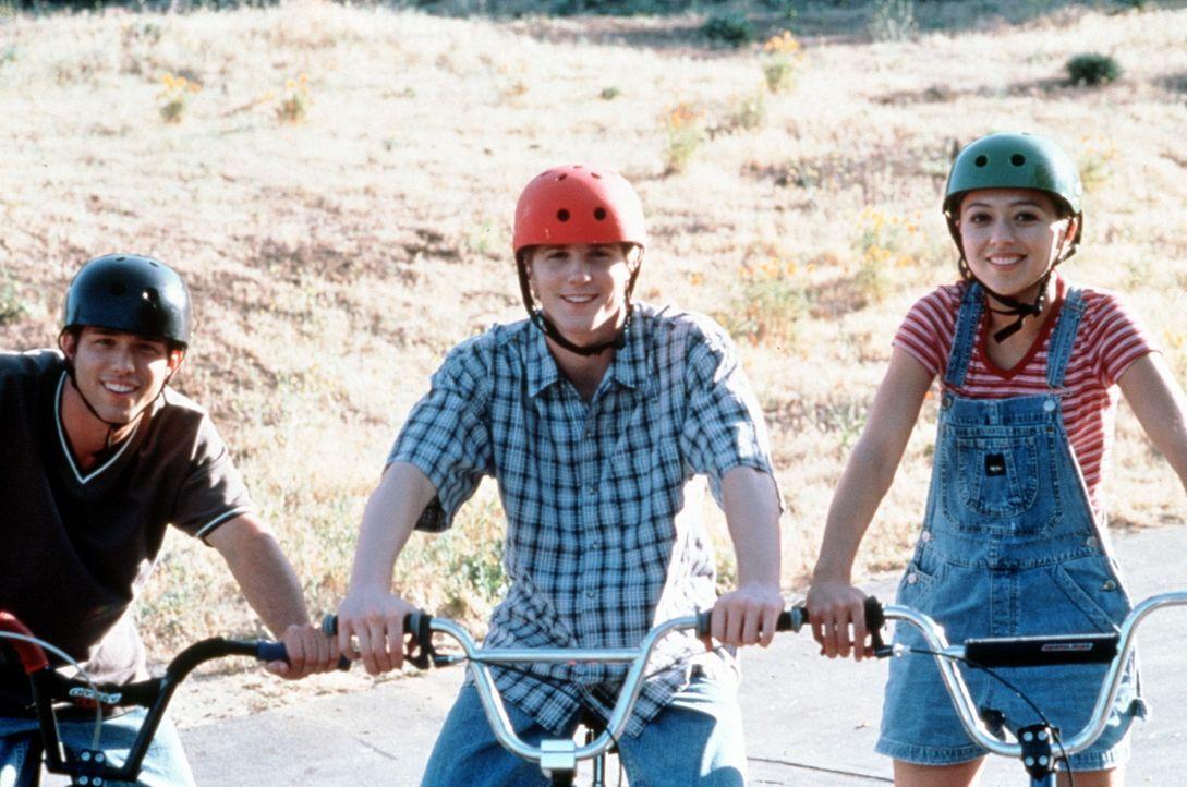 Andrew (Pete Jefferson), Gary (Thad Luckinbill) und Catherine (Holly Towne) geraten in eine Verschwörung ... - Bildquelle: Kushner-Locke Company