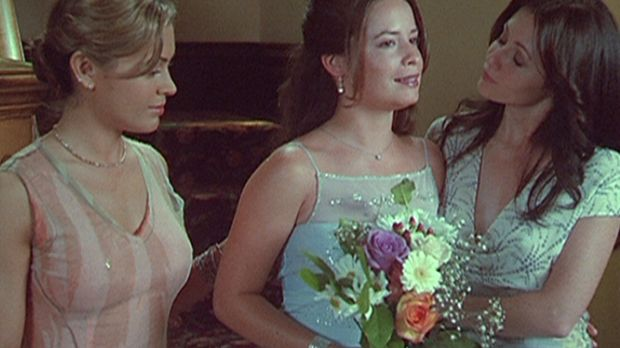 Endlich ist es soweit: Piper (Holly Marie Combs, M.) will Leo heiraten. Phoeb...