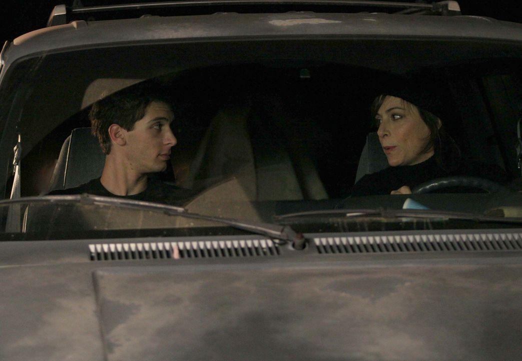 Schwören auf Rache: Reese (Justin Berfiled, l.) und Lois (Jane Kaczmarek, r.) ... - Bildquelle: TM +   2000 Twentieth Century Fox Film Corporation. All Rights Reserved.