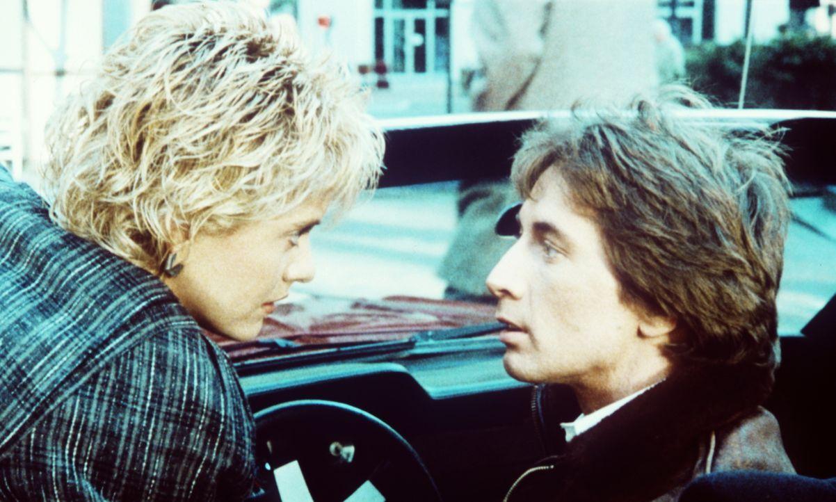Lydia (Meg Ryan, l.) beginnt, Jacks (Martin Short, r.) phantastische Story, wonach ihr Ex-Freund Tuck in Mini-Form in ihm steckt, zu glauben ... - Bildquelle: Warner Bros.
