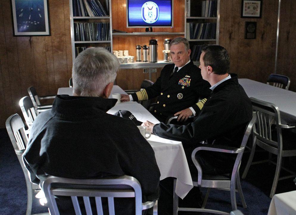 Bei den Ermittlungen in einem neuen Fall kommt es zu Spannungen, als McGee (Sean Murray, r.) und Gibbs (Mark Harmon, l.) herausfinden, dass McGees V... - Bildquelle: CBS Television