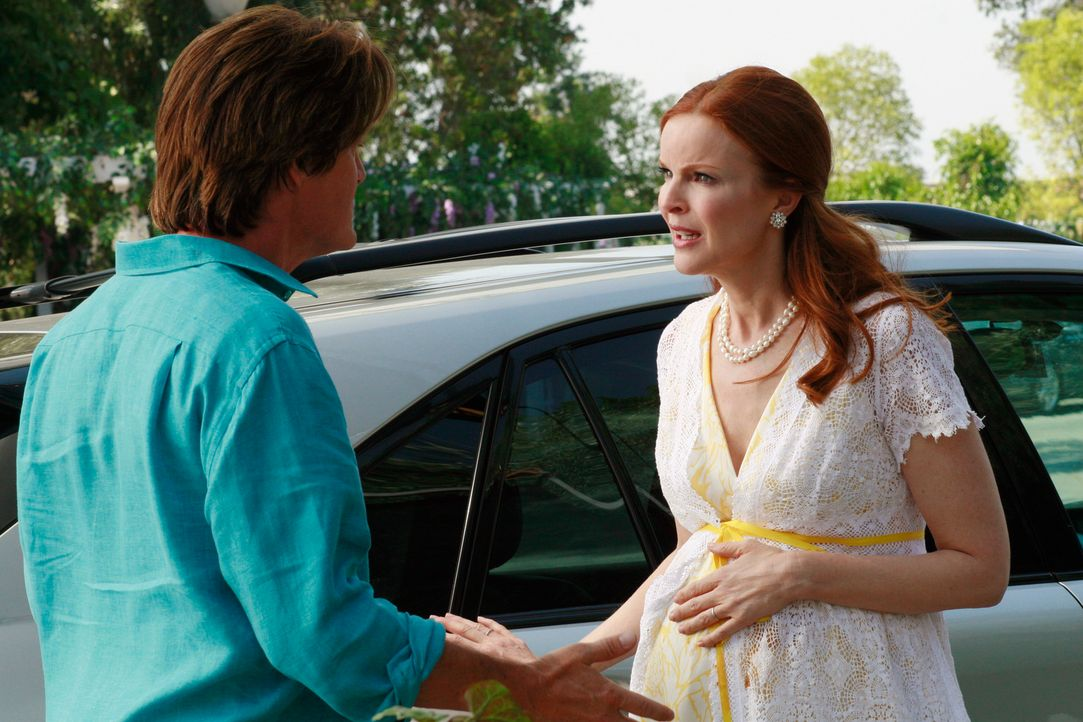 Bree (Marcia Cross, r.) kann gar nicht vorsichtig genug sein, ihre vorgetäuschte Schwangerschaft nicht auffliegen zu lassen und muss sich mehrmals a... - Bildquelle: ABC Studios