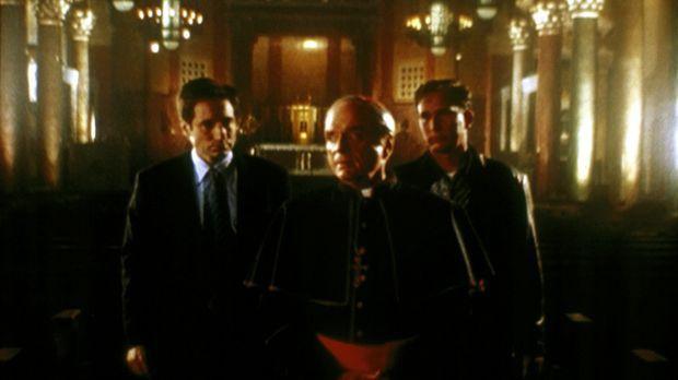 Mulder (David Duchovny, l.) und der Hollywood-Drehbuchautor Wayne Federman (W...