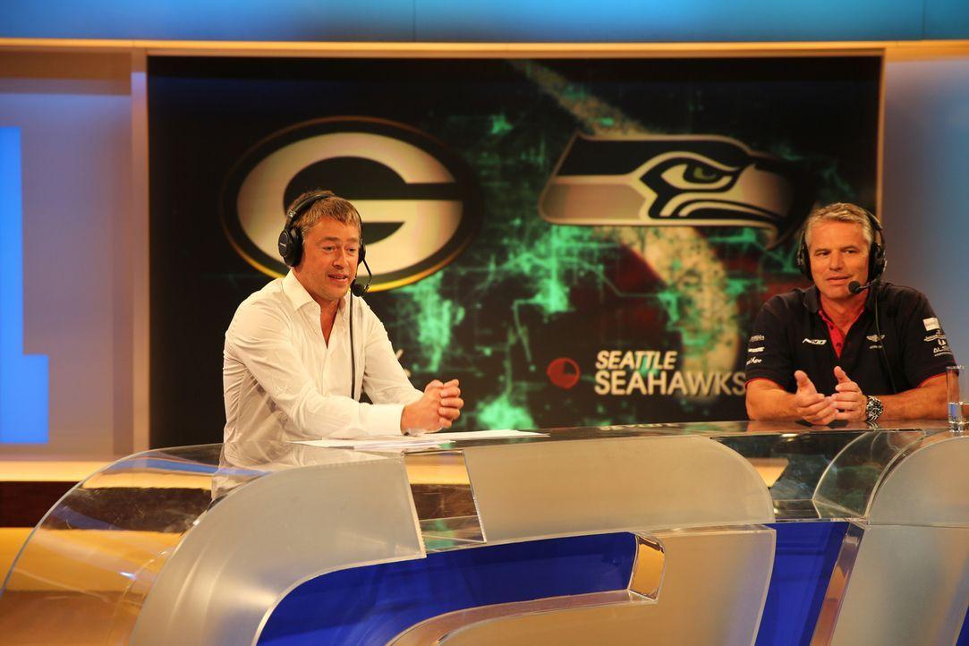 Kommentator beim Spiel San Francisco 49ers gegen Arizona Cardinals ist Uwe Morawe (l.), Jan Stecker (r.) ist als Experte im Studio zu Gast ... - Bildquelle: Alina Jahrmarkt ProSieben MAXX
