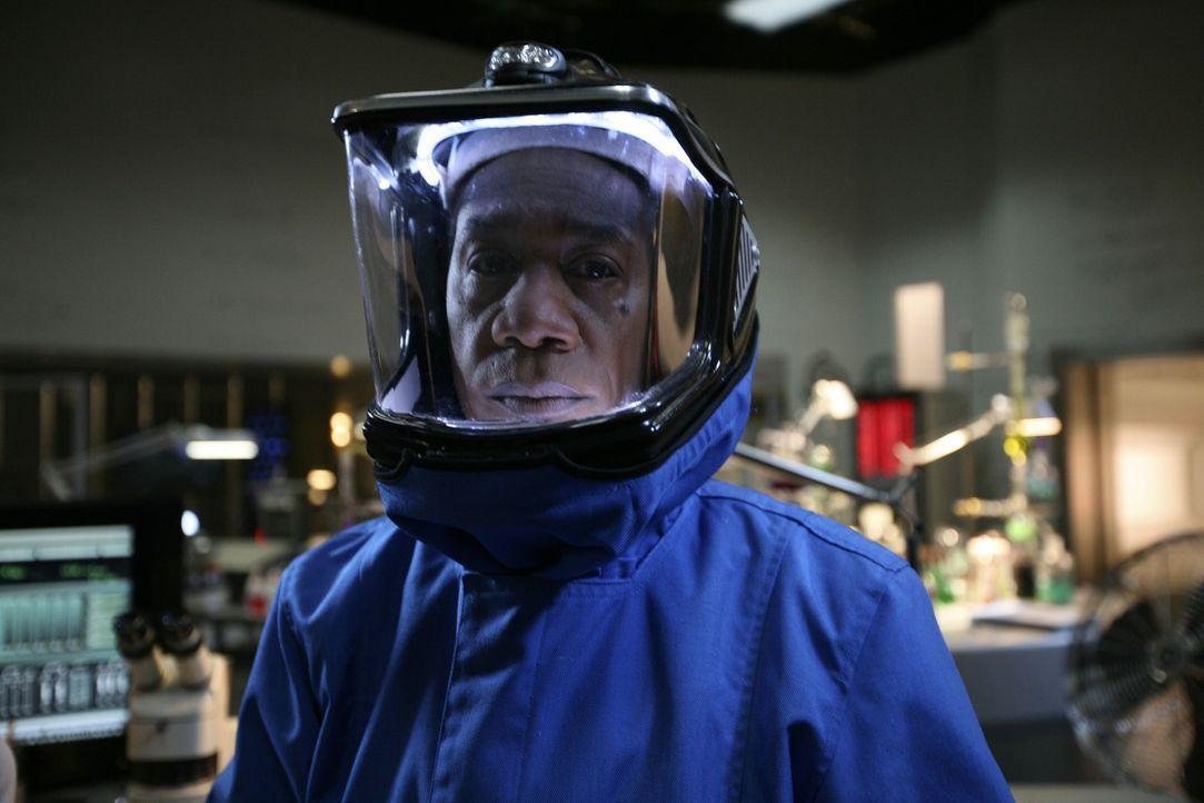 Ist geschockt, als plötzlich Kim vor ihm steht: Henry (Joe Morton) ... - Bildquelle: Universal Television