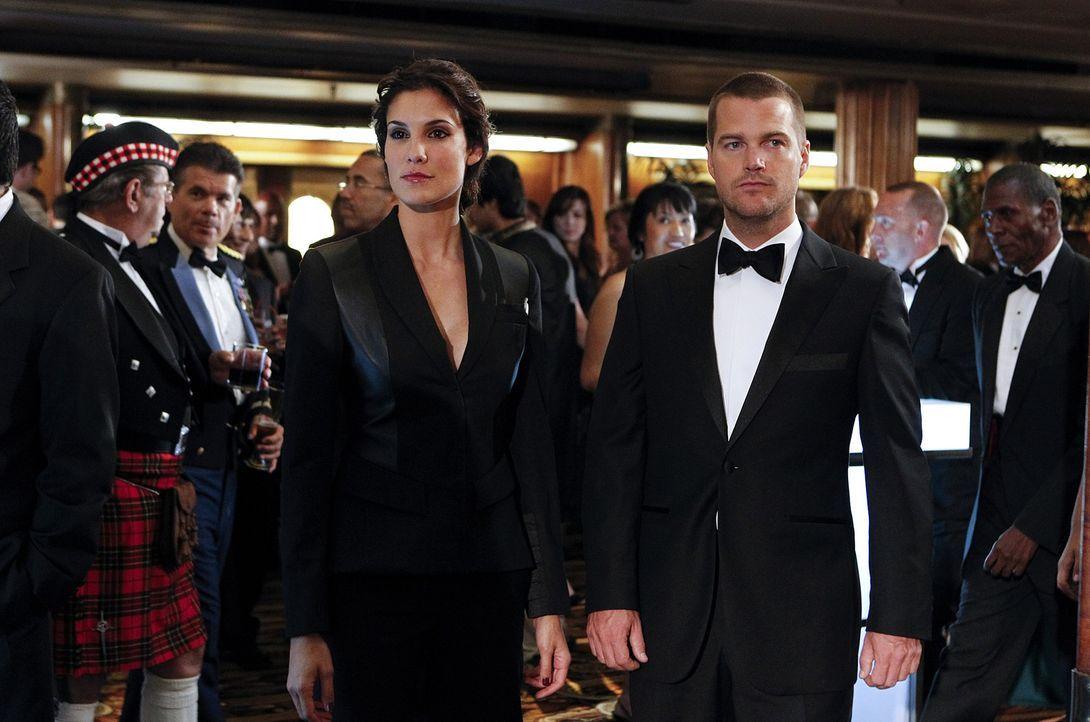 Ermitteln undercover in einem neuen Fall: Kensi (Daniela Ruah, l.) und Callen (Chris O'Donnell, r.) ... - Bildquelle: CBS Studios Inc. All Rights Reserved.