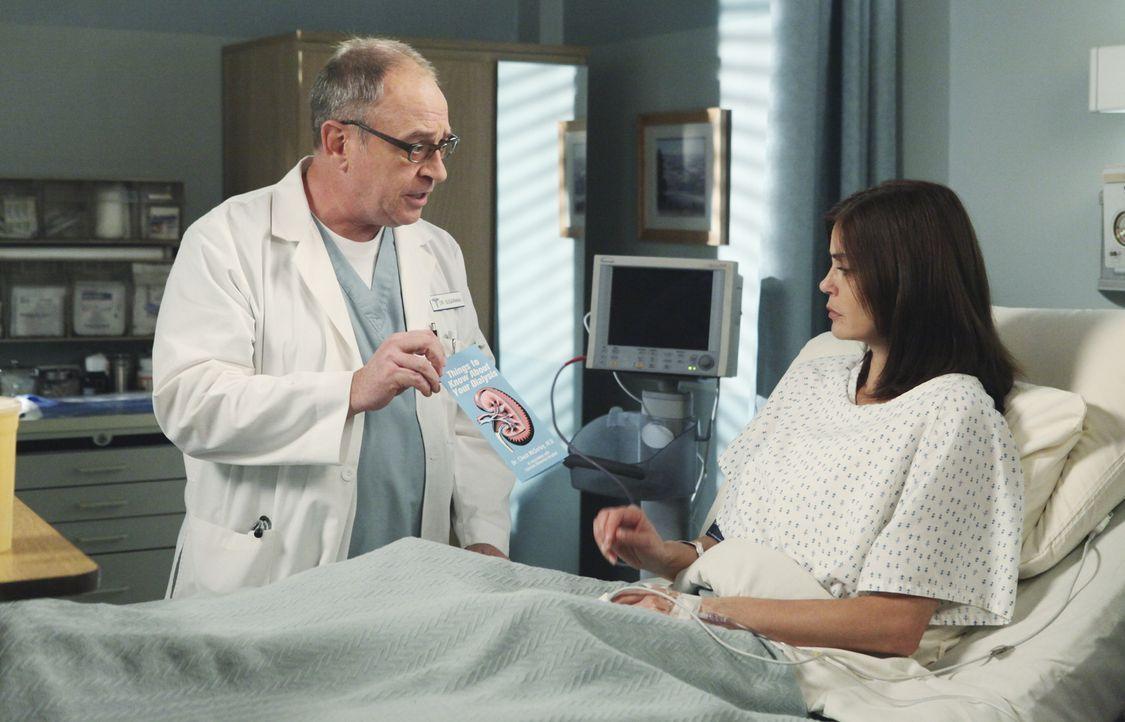 Dr. Sugarman (David Brisbin, l.) hat keine gute Nachricht für Susan (Teri Hatcher, r.) ... - Bildquelle: ABC Studios