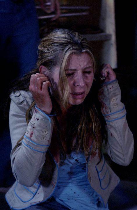 Laura (Beverly Mitchell) ist die erste Gefangene im Horrorhaus des Psychokillers, die die Wirkung des tödlichen Nervengiftes zu spüren bekommt ... - Bildquelle: Kinowelt Filmverleih