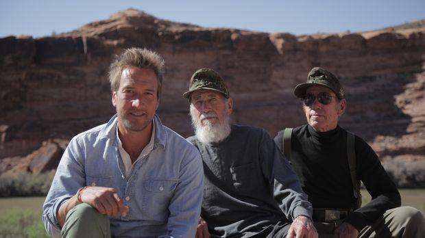 Abenteurer Ben Fogle (l.) trifft die Zwillingsbrüder Bill (M.) und Bob (r.),...