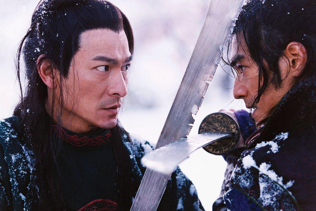 Zwischen den beiden Polizisten Leo (Andy Lau, l.) und Jin (Takashi Kaneshiro, r.) entbrennt ein Kampf auf Leben und Tod ... - Bildquelle: Constantin Film