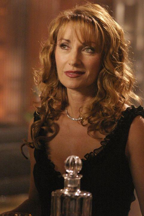 Jasons Mutter (Jane Seymour) besucht Lex und bittet ihn darum, Lana von Jason fernzuhalten. Im Gegenzug bietet sie ihm wichtige Informationen über s... - Bildquelle: Warner Bros.
