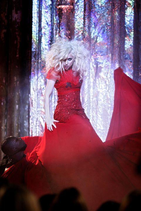 Die angesagte Musikerin Lady Gaga sorgt für Stimmung. - Bildquelle: Warner Brothers