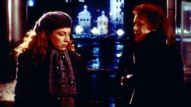 Corday (Alex Kingston, l.) ist enttäuscht. Ihre Mutter Isabelle (Judy Parfitt...