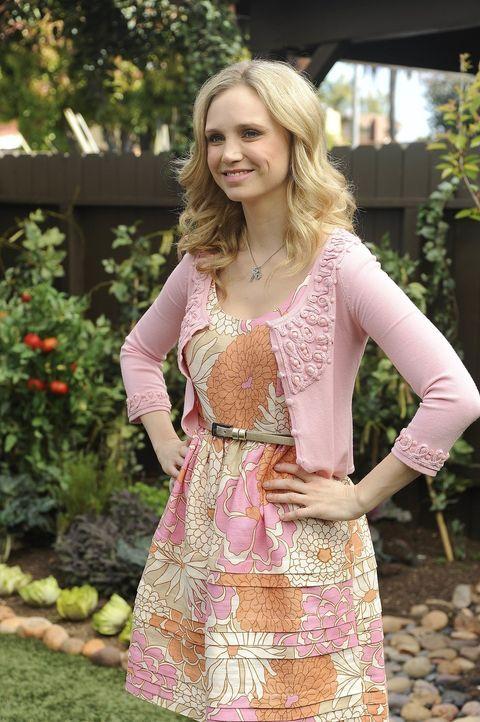 Die hübsche Jenna (Fiona Gubelmann) ist glücklich, wieder mit Drew zusammen zu sein ... - Bildquelle: 2011 FX Networks, LLC. All rights reserved.