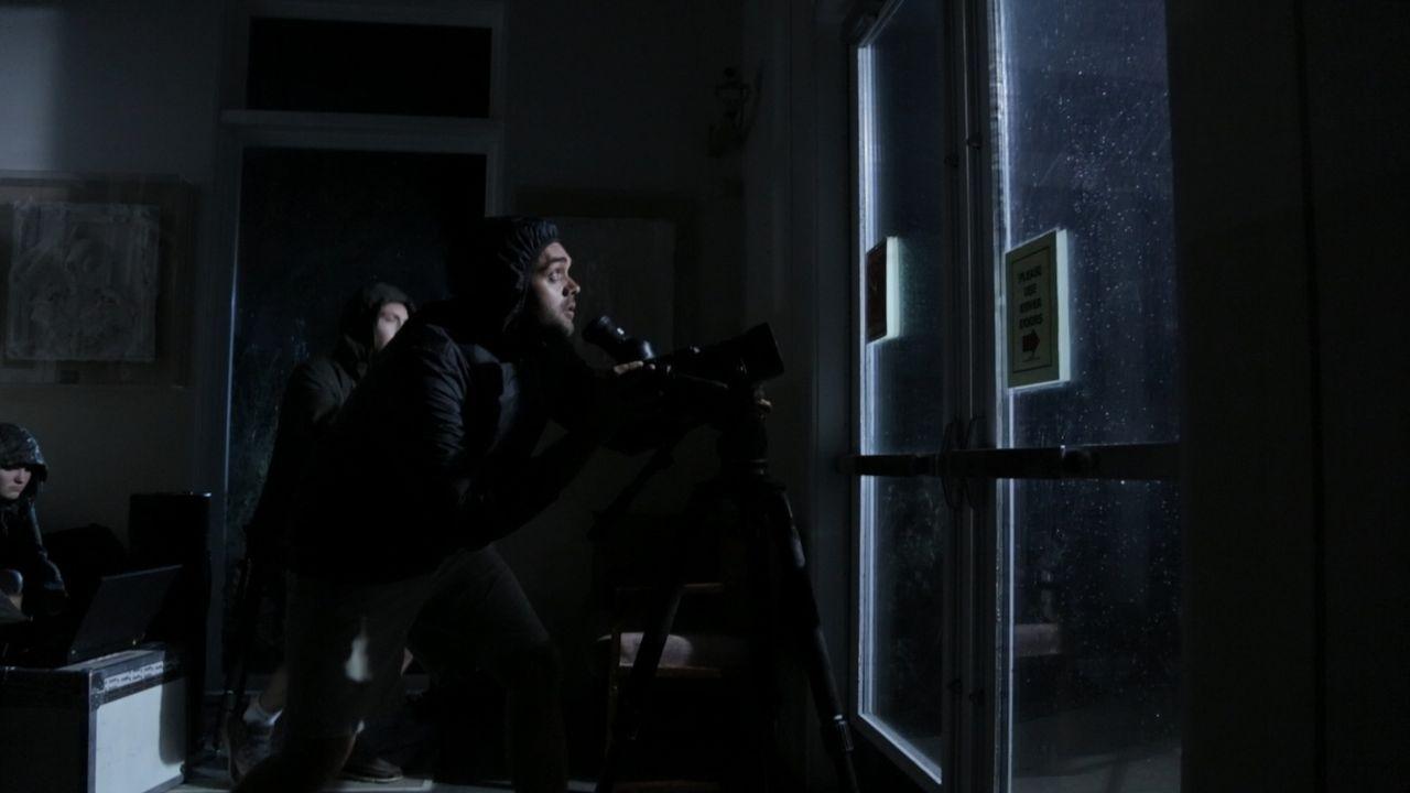 Nur drei Wochen nach Hurrikan Katrina bedroht Hurrikan Rita die US-Staaten Texas und Louisana. Zwei mutige Studenten versuchen, mit einem Fernglas i... - Bildquelle: 2014 The Weather Channel LLC