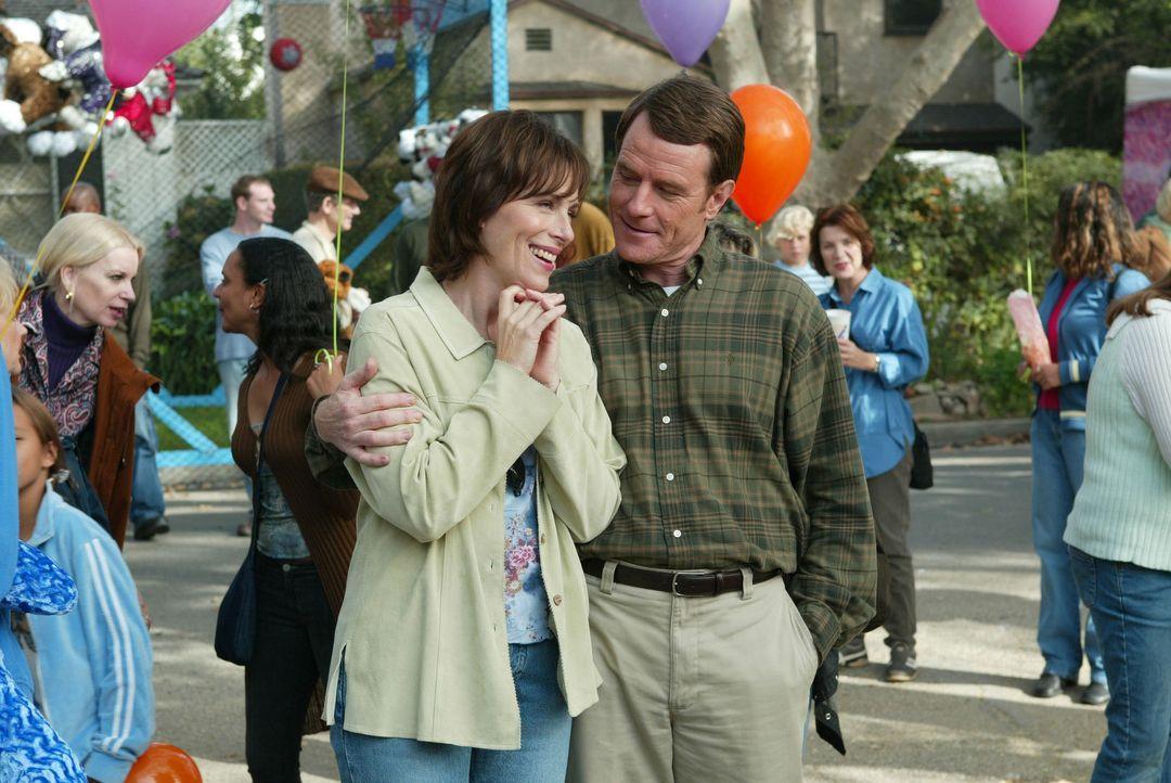 Während sich Lois (Jane Kaczmarek, l.) und Hal (Bryan Cranston, r.) schnell damit abfinden können, dass sie in der ganzen Nachbarschaft gehasst we... - Bildquelle: TM +   2000 Twentieth Century Fox Film Corporation. All Rights Reserved.