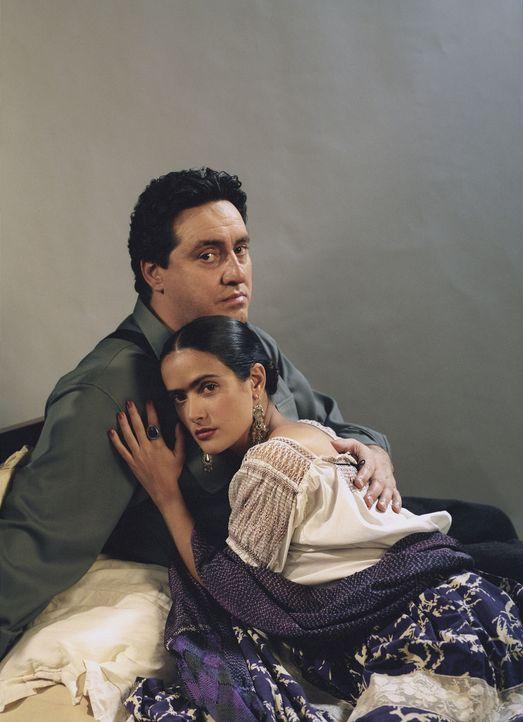 Frida Kahlo (Salma Hayek, r.) erfährt schon früh, was es heißt zu leiden. Schwere gesundheitliche Schäden und eine nicht ganz einfache Ehe mit d... - Bildquelle: Buena Vista International