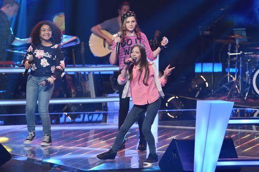 The-Voice-Kids-Stf03-Epi05-32-Zoe-Leonie-Lorena-SAT1-Andre-Kowalski - Bildque...