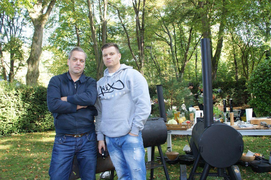 Fordern den Profikoch heraus: die beiden leidenschaftlichen Grillprofis Ingo und Detlev ... - Bildquelle: ProSieben MAXX