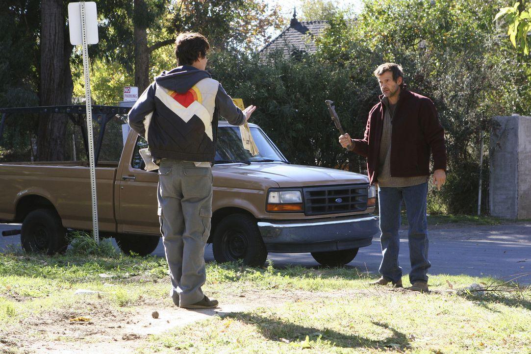 William Copeland (Dwier Brown, r.) glaubt, dass Martin Jones (Kevin Breznahan, l.) seine Tochter entführt hat und will sich rächen ... - Bildquelle: Touchstone Television