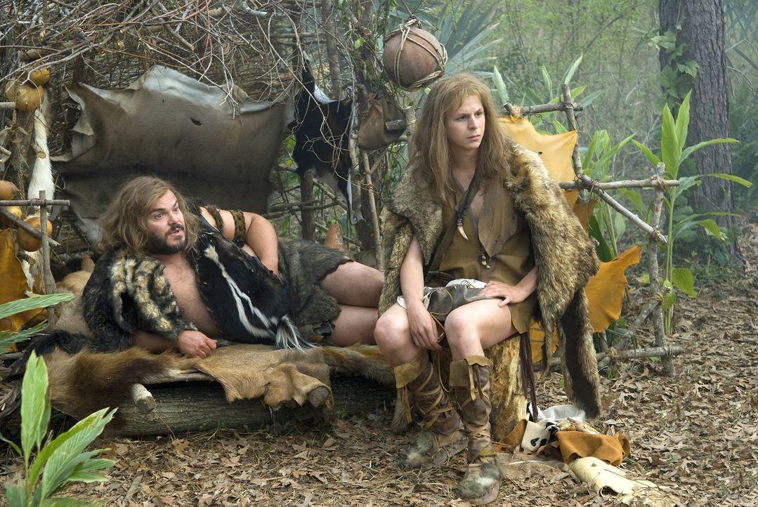 Kaum beschäftigen sich die Steinzeit-Typen Zed (Jack Black, l.) und Oh (Michael Cera, r.) mit dem Sinn des Lebens, da irren sie auch schon durch da... - Bildquelle: 2009 Columbia Pictures Industries, Inc. All Rights Reserved.