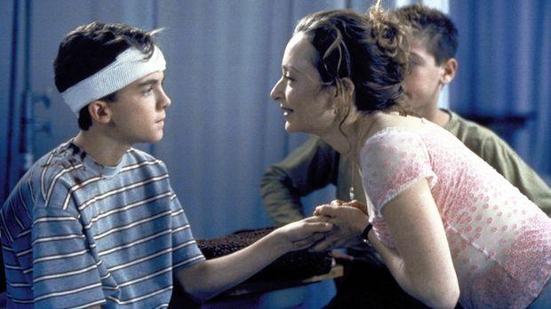 Malcolm (Frankie Muniz, l.) nimmt einen Nebenjob als Babysitter bei einer sch...