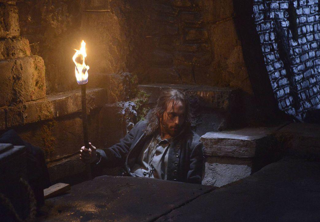 Begibt sich auf die Jagd nach einer Hexe aus dem 18. Jahrhundert: Ichabod (Tom Mison) - Bildquelle: 2013 Twentieth Century Fox Film Corporation. All rights reserved.