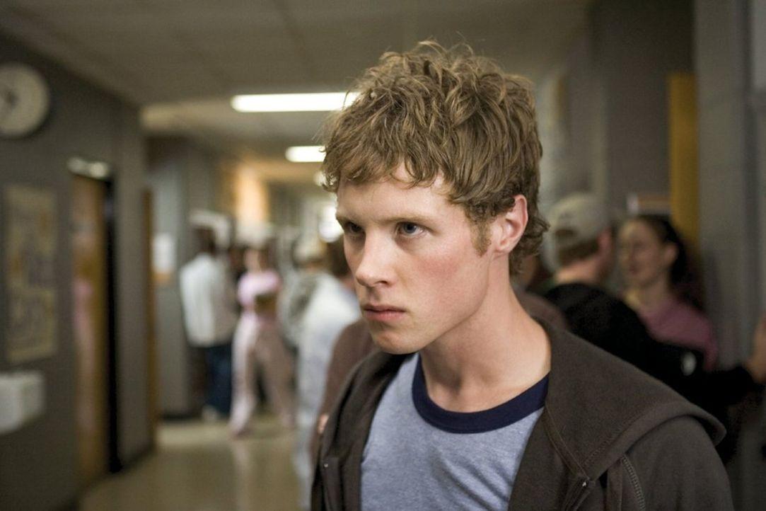 Ähnlich wie sein Vater beschließt auch Jack (Ashton Holmes) seine Schulkonflikte nun mit brutaler Gewalt zu lösen ... - Bildquelle: 2005 Warner Bros.
