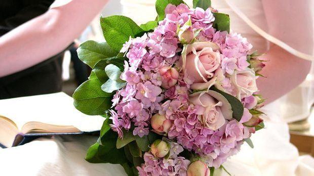 Der Brautstrauß ist für viele Bräute ein wichtiger Bestandteil bei der Hochze...