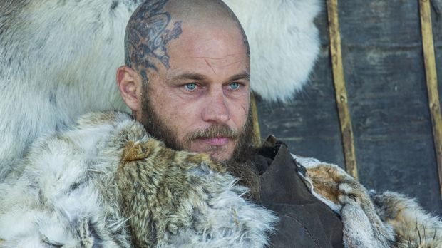 Ragnar (Travis Fimmel) entkommt dem Eingang nach Walhalla, doch als er in sei...