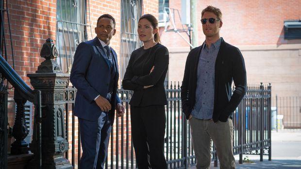 Ein neuer Fall beschäftigt: Brian (Jake McDorman, r.), Rebecca (Jennifer Carp...