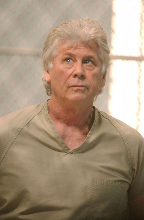 Die Staatsanwaltschaft Jersey bittet um Hilfe. 1980 erklärte sich der Serienmörder Roy Anthony (Barry Bostwick) bereit, auch die Taten zu gestehen... - Bildquelle: Warner Bros. Television