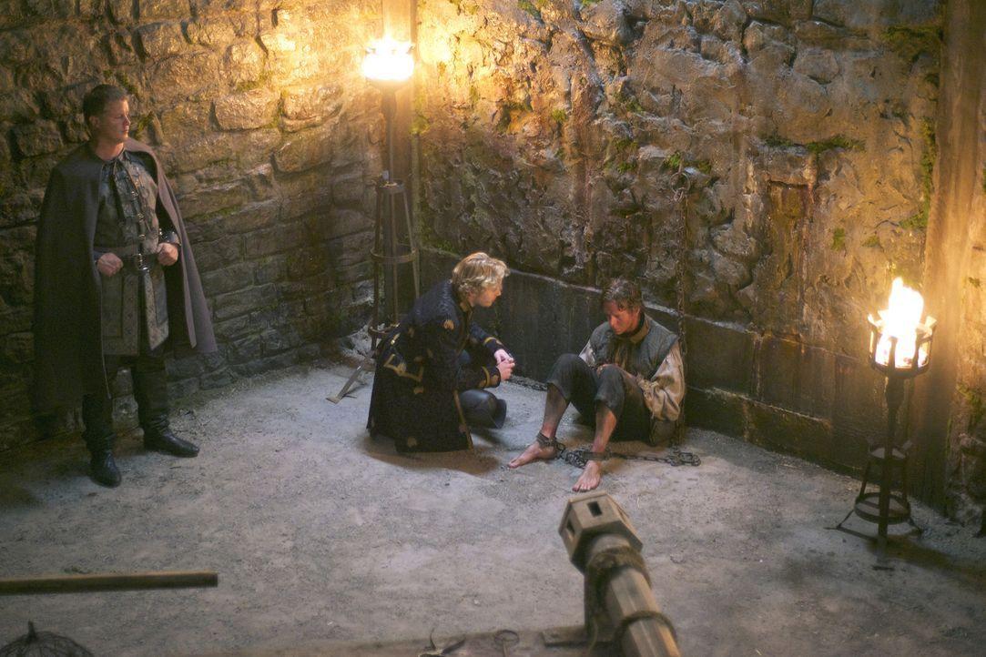 Die Inquisition verschärft ihr Vorgehen zunehmend und auch Francis (Toby Regbo, M.) wird in seinem Handeln immer radikaler ... - Bildquelle: Sven Frenzel 2014 The CW Network, LLC. All rights reserved.