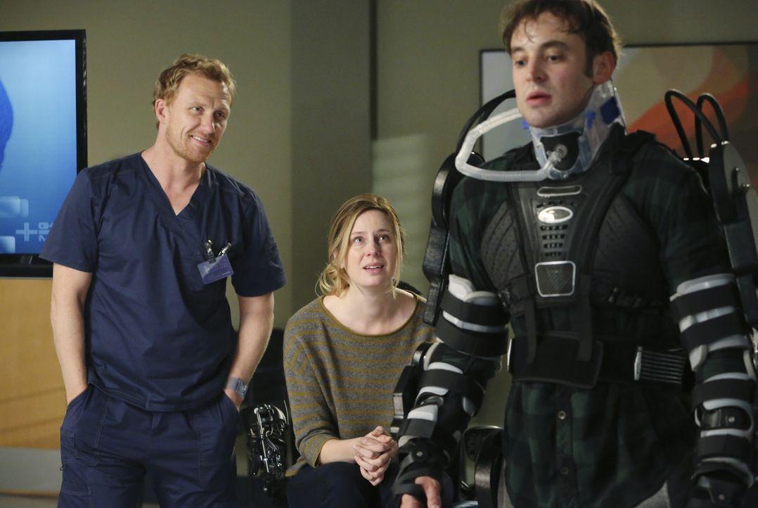 Elise Castor (Anne Dudek, M.) macht sich Sorgen um ihren Mann Jason (Charlie Hofheimer, r.), der nach einem schweren Unfall ein qualvolles Leben füh... - Bildquelle: ABC Studios