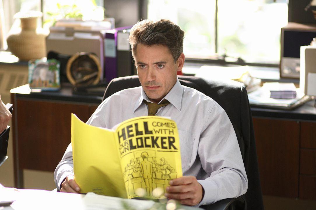 Charlie verliebt sich auf seiner neuen Schule in die Tochter des Direktors (Robert Downey jr.). Dieser versucht nun alles, um die Verbindung zu unte... - Bildquelle: 2007 KIMMEL DISTRIBUTION LLC. ALL RIGHTS RESERVED.