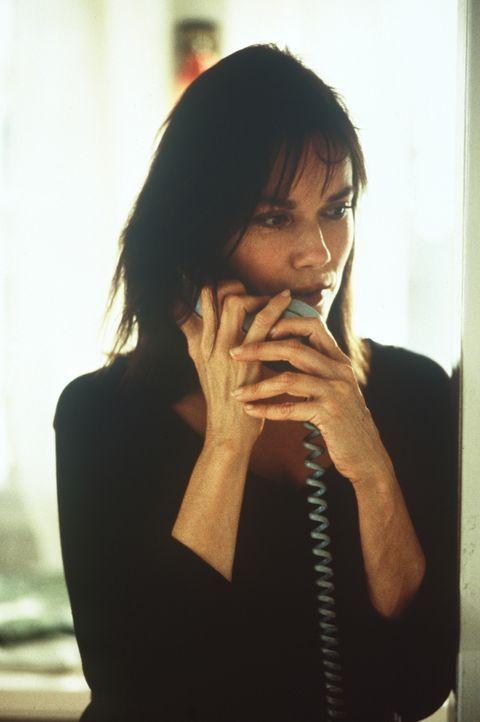 Beth (Barbara Hershey) fürchtet die Gewaltausbrüche ihres Ex-Mannes. Doch bei der Polizei wimmelt man sie ab ... - Bildquelle: Warner Bros. GmbH