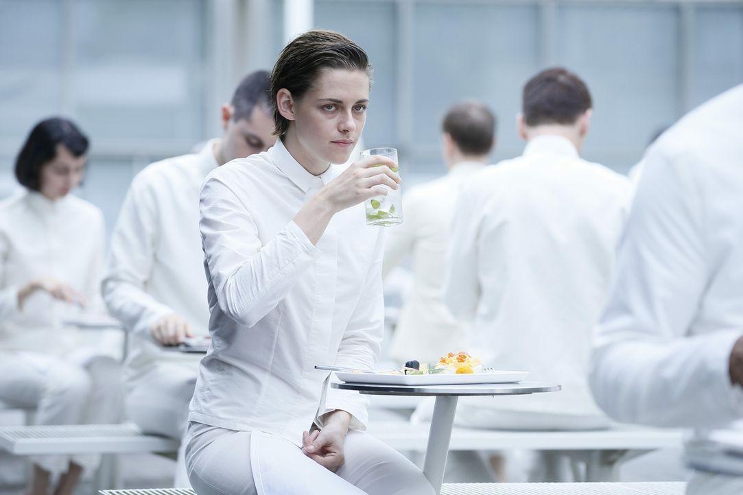 Nia (Kristen Stewart) ist in einem System gefangen, in dem alle vollkommen gleichgestellt sind und in dem alle Gefühle ausradiert wurden. Wie hält s... - Bildquelle: Koch Media GmbH