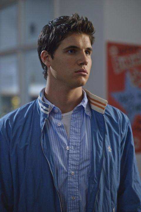 Sportskanone Fred (Robbie Amell) ist zwar ein süßer, gut aussehender Junge, aber die meiste Zeit ziemlich unsympathisch. Bis zu dem Tag, an dem se... - Bildquelle: 2009   Warner Brothers