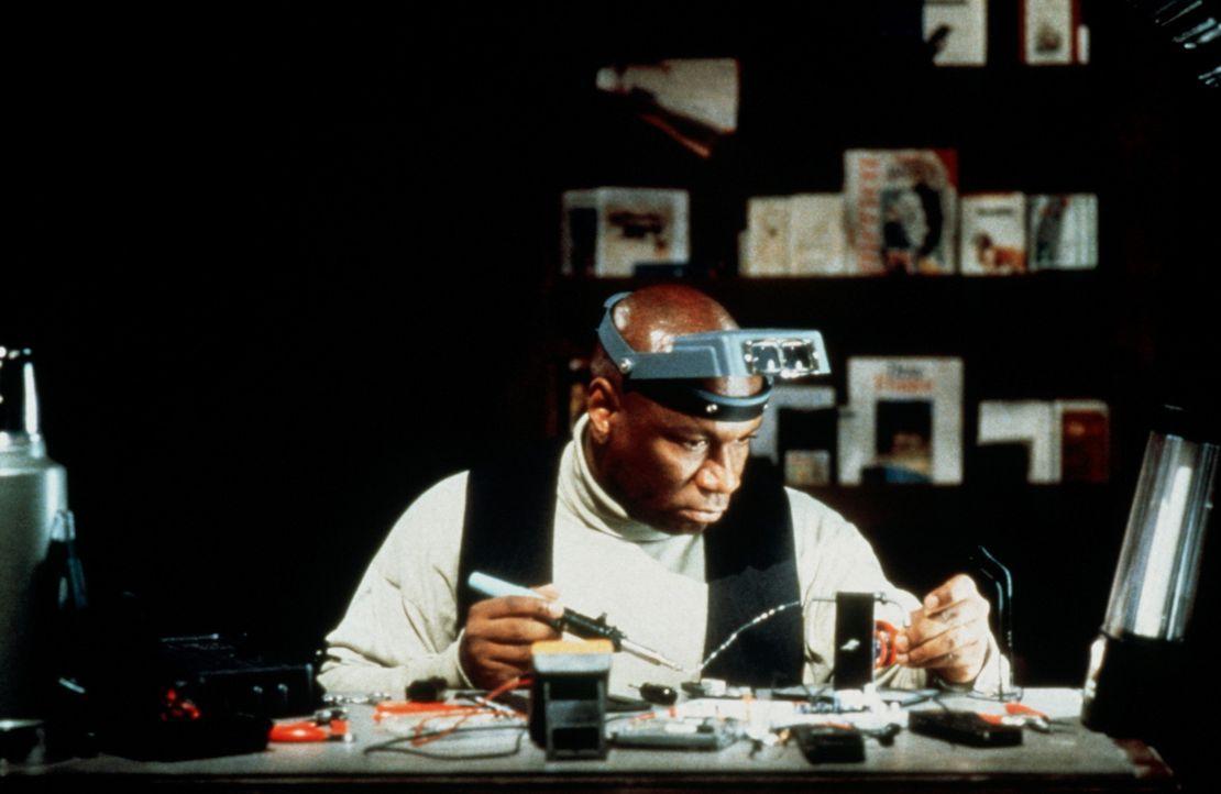 Bei dem Versuch, den Verräter zu entlarven, kann Ethan das Computer-Genie Luther (Ving Rhames)  für sich gewinnen. Für beide beginnt eine schier... - Bildquelle: Paramount Pictures