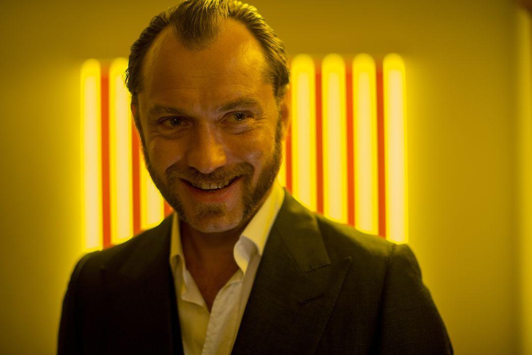 Der Kleingauner Dom Hemingway (Jude Law) ist frisch aus dem Knast herausgekommen und hat nur einen Plan: das Geld aus seinem bis dahin letzten Coup... - Bildquelle: 2014 Twentieth Century Fox Film Corporation.  All rights reserved.