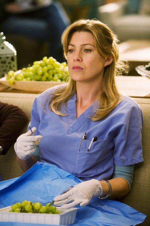 Meredith (Ellen Pompeo) ist erschüttert, als Derek sie mit dem Tagebuch ihrer verstorbenen Mutter konfrontiert, welches er auf dem Dachboden gefund... - Bildquelle: Touchstone Television