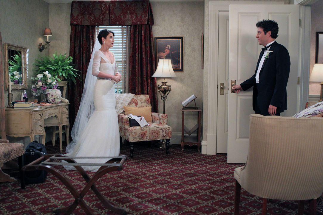 Ein ganz besonderer Tag wartet auf Robin (Cobie Smulders, l.) und Ted (Josh Radnor, r.) ... - Bildquelle: 20th Century Fox International Television