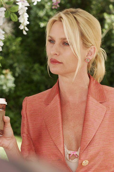 Nimmt kein Blatt vor den Mund und spricht Bree direkt auf ihre Affäre mit George an: Edie (Nicolette Sheridan) ... - Bildquelle: Touchstone Pictures